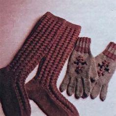 Met liefde gemaak Crocs, Gloves, Slippers, Warm, Winter, Pattern, Fashion, Winter Time, Moda
