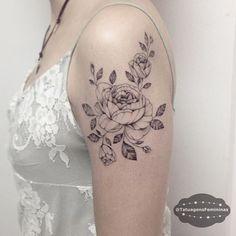 Peônias  Linhas finas / Fine lines Tattoo Artist:.  @Laystattoo…                                                                                                                                                                                 More