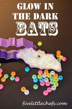 See how we made glow in the dark bats with pony beads and fishing line perfect for #Halloween. #bats