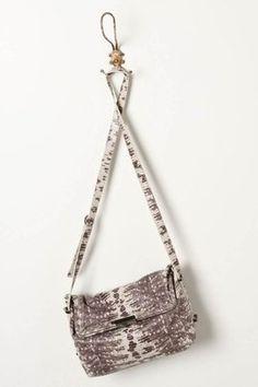 Scaled Vardo Shoulder Bag