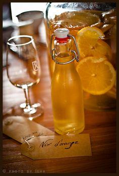 Vin d'orange   Gourmantine 8 oranges, sliced 1 lemon, sliced 500 gram sugar 500 ml vodka (40% alcohol) 3 bottles white wine(750 ml each) 1 vanilla bean, cut in half