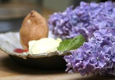 Lilac Ice Cream.  Lilacs are edible!   #eatingwell #spring