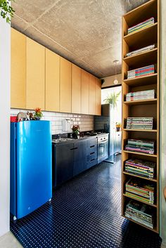 Glauco Diogenes e Paola Lopes Exterior Design, Interior And Exterior, Kitchen Dining, Kitchen Cabinets, Staircase Design, House Colors, Home Kitchens, Diy Home Decor, Sweet Home