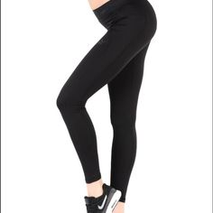Puma Basic Black Legging 9.5/10 condition. barely worn. I'm 5'6 and these fit me great! no trades. reasonable offers welcome with the offer button. Puma Pants Leggings