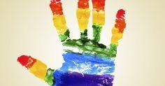 Quais são as causas e os impactos da homofobia?. Todos os dias, o preconceito contra homossexuais, chamado de homofobia, faz novas vítimas. Esse tipo de discriminação pode gerar ódio e motivar violência violência física e verbal contra gays, lésbicas, bissexuais, travestis e transexuais. De acordo com a ONG Grupo Gay da Bahia, a cada 28 horas um homem ou mulher homossexual é assassinado no ...