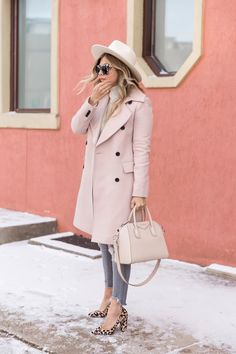 Leopard print pumps and blush pink coat 🙌🏻 Pink Shoes Outfit, Blush Pink Outfit, Pink Outfits, Pink Dresses, Blush Pink Shoes, Pink Winter Coat, Winter Coat Outfits, Winter Fashion Outfits, Outfits With Hats