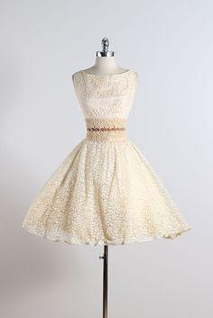 Crème au beurre. robe vintage des années par millstreetvintage
