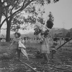 Ans Westra  Ruatoria , 1963 (from 'Washday at the Pa') Silver gelatin print 250 x 253 mm  _______