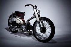 Nice set up Honda watsoever. Honda Cub, Custom Motorcycles, Custom Bikes, Scooter Bike, Pit Bike, Old Bikes, Bike Design, Cycling Bikes, Sport Bikes