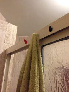 Make in-shower hangers Sugru, Hangers, Life Hacks, Household, Maximize Space, Shower, Caravan, Rv, How To Make