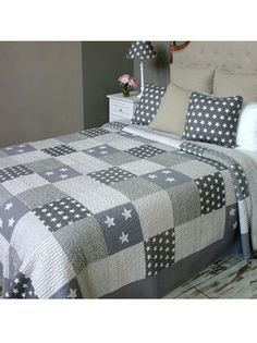 Double Grey Star Patchwork Quilt @Lauren Cloete