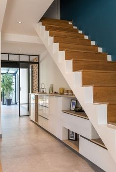 Social Networking for Amateur Home Decorators Staircase Storage, House Staircase, Staircase Design, Under Stairs Storage Solutions, Narrow House Designs, Bungalow Haus Design, Stairs In Living Room, Modern Stairs, Elegant Homes