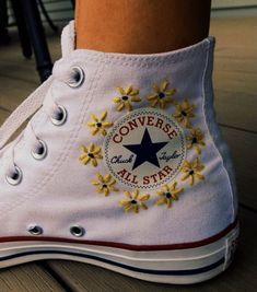 P I N ✰ andreamejicanooffi chaussure is part of Embroidery shoes - Custom Shoes, Custom Clothes, Diy Clothes, Custom Painted Shoes, Style Clothes, Fashion Clothes, Cool Converse, Converse Shoes, Painted Converse