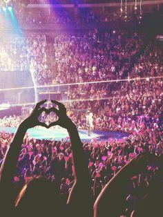 no somos un simple grupito de fans somos UNA GRAN FAMILIA llamada BELIEBER'S