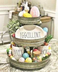DIY Easter Decorations ideas are amazing. Get best Easter decor ideas & easy Easter decorating tips here, including Easter decorations for home & Easter DIY Diy Osterschmuck, Easy Diy, Diy Crafts, Simple Diy, Hoppy Easter, Easter Eggs, Easter Food, Easter Stuff, Galvanized Tiered Tray