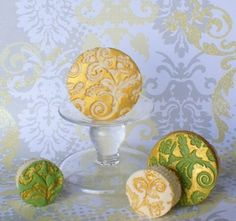 #cupcakes #weddingcupcakes #weddingcakes #buttercreamcupcakes #customcupcakes #goldleafcupcakes