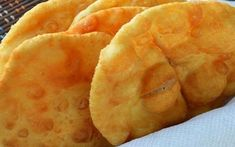 These Fried Cakes/Pies as they translate to, are primarily popular in the South American Continent. Apparently they are to be enjoyed on. Vegan Snacks, Vegan Recipes, Snack Recipes, Cooking Recipes, Other Recipes, Sweet Recipes, Argentina Food, Deli Food, Empanadas