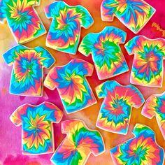Kids Tie Dye, How To Tie Dye, Summer Cookies, Fun Cookies, Tye Dye Cake, Diy Tie Dye Designs, Birthday Cookies, 8th Birthday, Tie Dye Party