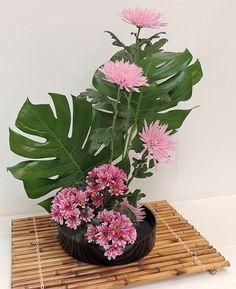 Tropical Flower Arrangements, Creative Flower Arrangements, Ikebana Flower Arrangement, Church Flower Arrangements, Ikebana Arrangements, Beautiful Flower Arrangements, Beautiful Flowers, Exotic Flowers, Purple Flowers