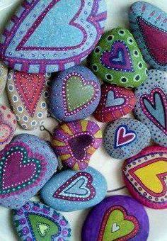 Wat een leuk idee, hartjes op stenen schilderen! #onthouden