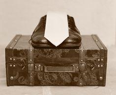 Zapatos Oxford, la mejor elección para el novio, los testigos y los invitados Suitcase, Decorative Boxes, Fashion, Oxford Shoes, Bride Shoes, Invitations, Boyfriends, Men, Moda