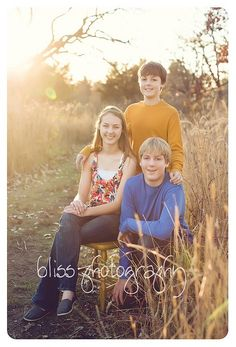 poses for teens family photos | teenagers, golden hour, siblings, family pose, www.blissphotographymn ...