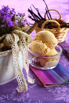 A fagyi kiindulási pontja a paleos kávé fagyi volt. Kicsit több tojássárga került bele, hogy szép színe legyen a fagyinak és természetes...