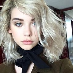 Love her messy bob wavy hair style! Gorgeous natural makeup too.  Amanda Steele in True Match Lumi Cushion foundation and Pro Matte Gloss in Statement Nude.