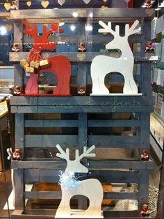 Renos de Navidad en madera,varios colores. Medidas 60x40cm.