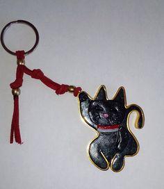 "handgemachter ""Maneki-neko "" die schwarze Glückskatze – artesanal "" el gato negro de la suerte – handmade chain ""Maneki-neko"" the black lucky – Maneki Neko, All Art, Heinz, Arts And Crafts, Cat Jewelry, Etsy, Personalized Items, Key Chain, Art Gallery"