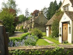 Castle Combe, Wiltshire, England by Ian aufflick English Country Cottages, English Countryside, The Beautiful Country, Beautiful Places, Estilo Cottage, Cotswold Villages, Castle Combe, England Ireland, Small Cottages