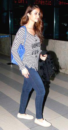 Ileana D'Cruz strutted in denims and tee at Mumbai airport.