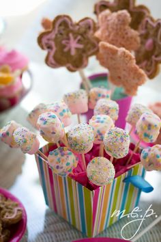Cute idea of a way to display my cake pops/chocolate covered marshmallows!