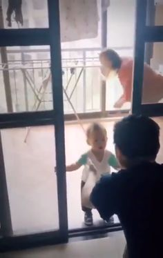 Funny Baby Memes, Cute Funny Baby Videos, Cute Funny Babies, Funny Videos For Kids, Funny Video Memes, Crazy Funny Memes, Funny Short Videos, Really Funny Memes, Funny Relatable Memes