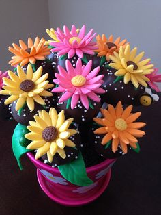 Flower Cake Pops - I love this. For my MIL. For sure.