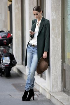 Fantastic look: green coat and a washed blue jeans