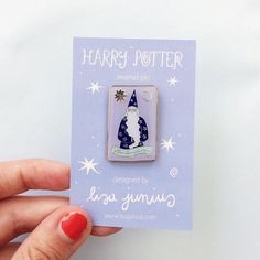 Harry Potter Dumbledore Chocolate Frog Card soft enamel pin with gold detail. Butterfly clasp pin back. cm at widest point. Chocolate Frog, Harry Potter Pin, Pin Art, Stuff And Thangs, Cool Pins, Jewelry Branding, Branded Jewellery, Pin And Patches, Metal Pins