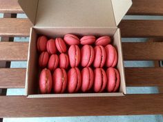 Makrónky pre pokročilých - Domčine laskonky Hot Dogs, Peach, Fruit, Vegetables, Ethnic Recipes, Russian Recipes, Food, Polish, Basket