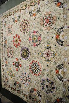 William Morris in Quilting: Final Tokyo Quilt Festival post … Quilt Festival, Antique Quilts, Arts And Crafts Movement, William Morris, Hand Quilting, Quilt Making, Quilting Designs, Quilt Blocks, Fiber Art