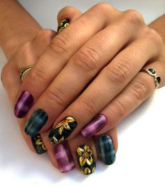 looks like its done with magnetic nail polish! very nice :) Toe Nail Art, Toe Nails, Grunge Nails, 90s Grunge, Magnetic Nail Polish, French Acrylic Nails, Nail Candy, Fancy Nails, Cool Nail Designs