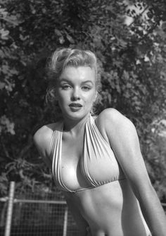 Marilyn Monroe, photographed by Bob Beerman for Modern Screen& while she lived at& Hyde& the shooting of& ASPHALT JUNGLE (May Old Hollywood Stars, Golden Age Of Hollywood, Hollywood Glamour, Hollywood Actresses, Classic Hollywood, Marilyn Monroe Photos, Marylin Monroe, Actrices Hollywood, Norma Jeane