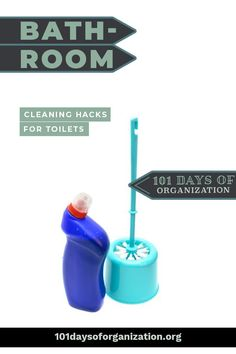 The 18 genius bathroom cleaning hacks that will make cleaning your bathroom so much easier. Read this before you clean your bathroom again! Bathroom Cleaning Checklist, Cleaning Bathroom Tiles, Diy Home Cleaning, Mattress Cleaning, Diy Cleaning Products, Floor Cleaning, Homemade Cleaning Supplies, Cleaning Recipes, Clean Shower Grout