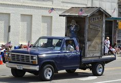 How thin-skinned can Obama & the rest of these big babies be? It was a freaking joke: DOJ launches investigation into Obama outhouse float at Nebraska parade  http://baystateconservativenews.com SUBSCRIBE - http://www.reddit.com/r/MAConservative/ FOLLOW - http://www.twitter.com/Sunking278/ LIKE - https://www.facebook.com/pages/Bay-State-Conservative-News/232712126794242