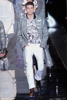Versace Versace Men, Gianni Versace, White Outfit For Men, Donatella Versace, Mens Fall, High End Fashion, Milan Fashion Weeks, Men Clothes, Winter Fashion
