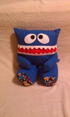 monster's mouth zips open so you can store things in it! perfect for boys or girls!