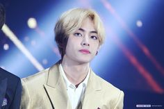 Find images and videos about kpop, bts and v on We Heart It - the app to get lost in what you love. Asia Artist Awards, Unique Faces, Bts Concert, I Love Bts, Worldwide Handsome, Daegu, Beautiful Smile, Bts Photo, Bts Taehyung
