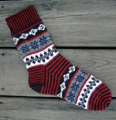 Isla Buena = Fair Isle in the local Spanish language. Go bright! Go neutral, but either way pick your 5 colors of yarn for these socks and get knitting! You may even choose Christmas colors for a unique holiday accessory. Intarsia Knitting, Knitting Socks, Hand Knitting, Knit Socks, Woolen Socks, Extreme Knitting, Scandinavian Pattern, Fair Isle Pattern, Weaving Patterns