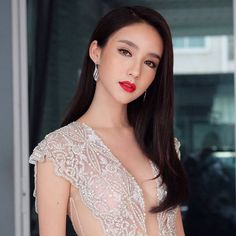 She is a He From Thailand Tiffany's Miss Universe Beauty Queen Contest Winner World's Most Beautiful, Beautiful Asian Girls, Beautiful People, Beautiful Women, Yoshi, Hindu Culture, Transgender Model, Powerful Women, Pretty Face