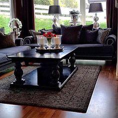 Stilig med Dubai Salongbord i helsort hos  @saramilshome   #glaminterior1 #myhome #dream_interiors #interior_delux #kava_interior #homedecor #classicliving #dubaisalongbord140helsort #drommehjem #charminghomes #elegancehomes #finehjem #unike_hjem #interiordesign #interior9508 #interior123 #followforfollow #inspohome #inspiration #classyhomes #interior4all #hem_inspiration #black #grey #roses #vakrehjemoginteriør #mitthjem #mynorwegianhome #livingroom
