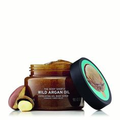 Give your skin a wake-up call when you use The Body Shop's Wild Argan Oil Exfoliating Gel Body Scrub. Complete with argan shell exfoliants to gently buff away dead skin cells, your skin will look and feel radiant and silky smooth after every use. The Body Shop, Body Shop Tea Tree, Body Shop At Home, Argan Oil Body Scrub, Exfoliating Body Scrub, Body Shop Online, Body Shop Australia, Tea Tree Face Wash, Diy Face Scrub